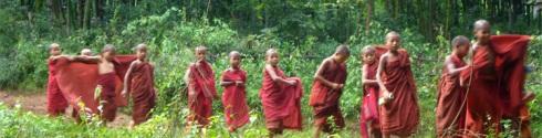 escuela de monjes cerca de Inle
